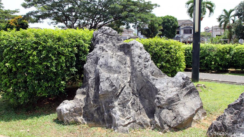 The huge rock bolder placed at Rock Garden