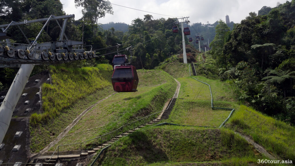 The Awana Skyway travelling up the mountain
