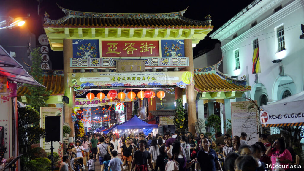 At night the Carpenter Street comes even more alive with Kuching Intercultural Mooncake Festival