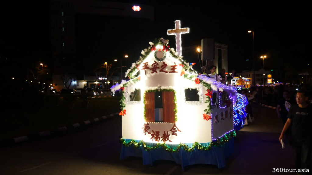 The Christmas floats featuring cake house