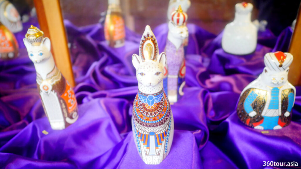 The Royal Cat Family Statue.