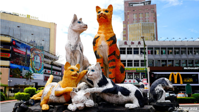 The Cat Family – iconic cat monument of Kuching City