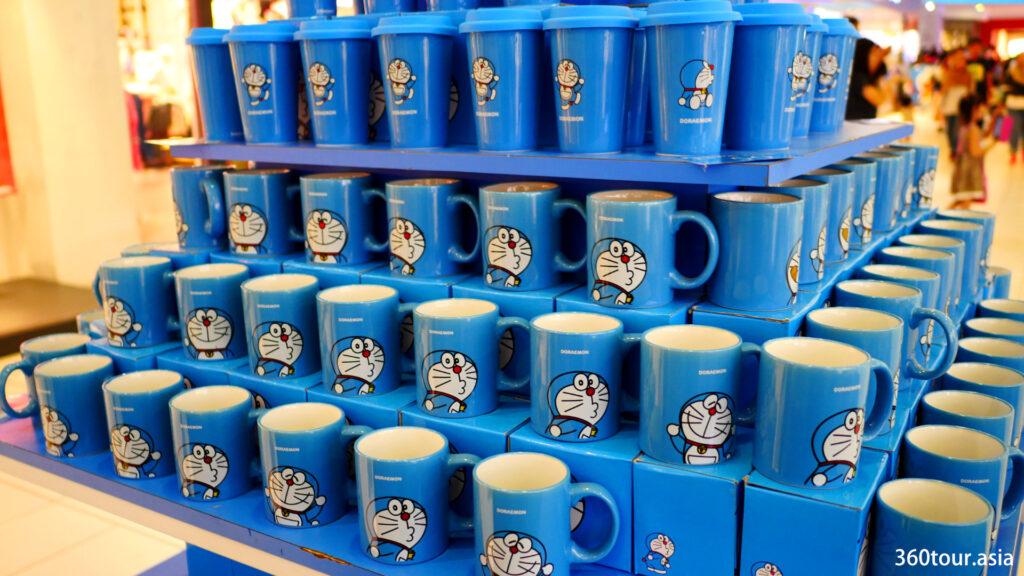 哆啦A梦陶瓷杯。