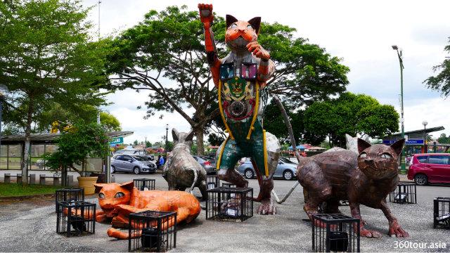 Scrap Metal Cat Sculpture at Kuching Esplanade in Jalan Gambir Kuching