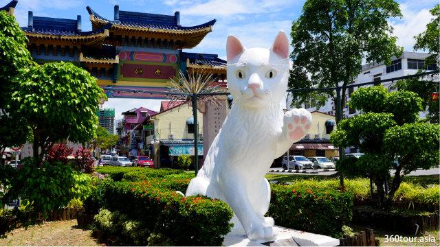 古晋大白猫-欢迎你来古晋城的雕像