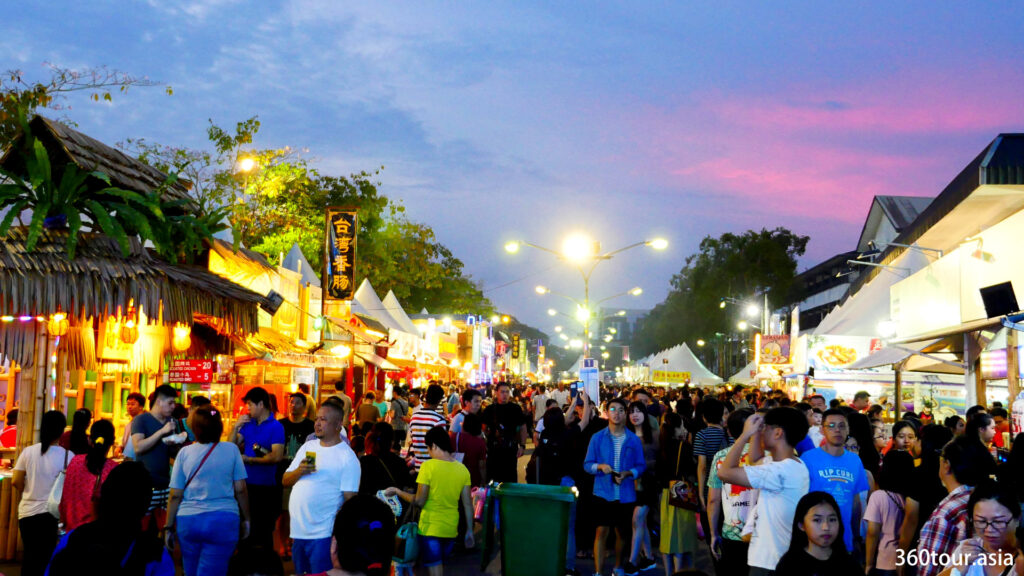 Kuching Festival Fair is usually filled with people starting early in the evening.