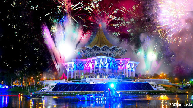 2020 New Year Countdown with Fireworks, Light and Fire Show at Darul Hana Bridge Kuching